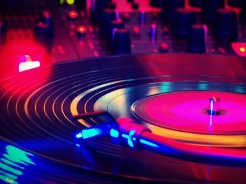 Colorful-Vinyl-Disk-Wallpaper