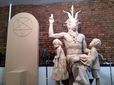 Satanic-Monument-1