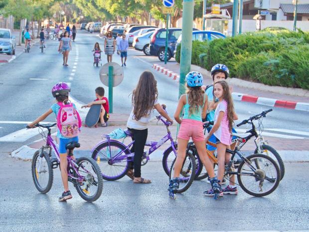 israel-girls-bikes